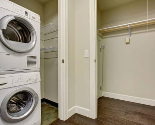 Darf man den Trockner auf die Waschmaschine stellen?